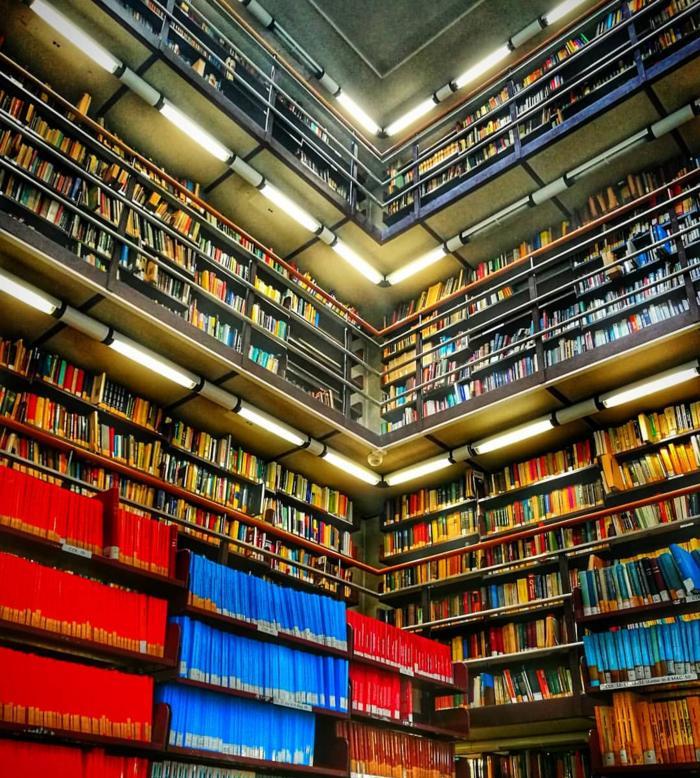 Uno scorcio della sala interna della Biblioteca di Matematica